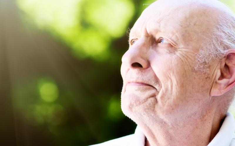 Conheça os sintomas da doença ocular que provoca perda da visão em pacientes acima de 60 anos